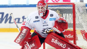 Sports målvakt Niko Hovinen var prickfri i över 63 minuter.