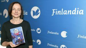 "Anja Portin med ungdomsromanen ""Radio Popov""."