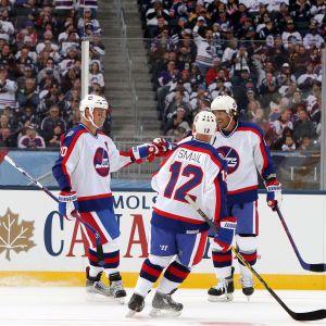 Dale Hawerchuk och Teemu Selänne i en veteranmatch för Winnipeg.