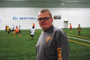 Carol Österberg, ordförande för Ingå IF:s fotbollssektion, tror att den nya hallen ger ett stort uppsving för Ingåfotbollen.