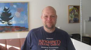 Lärare Jan-Erik Gustafsson i Karis svenska lågstadium.