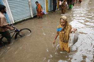 översvämning på gatorna i bangladesh