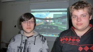 Datanomerna Andreas Skrifvars och Robin Häggvik har deltagit i YA:s virtuella undervisning i Second Life.