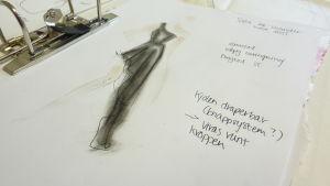 Kläddesignern Elin Sandholm drömmer om ett eget klädmärke.