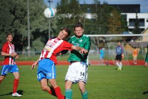 BK:s Oscar Hafström och Granis Elja Heiskanen i hård duell. Till vänster hemmalagets Casper Källberg.