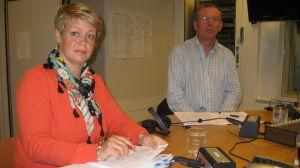 Jeanette Pajunen, produktionschef i Raseborg och Harry Yltävä, tidigare enhetschef för handikappservicen.