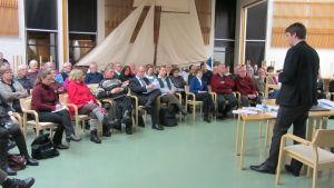 Invånarkväll på Pojo bibliotek angående framtidsplanerna för Pojo kyrkby