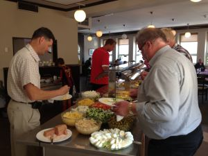 Lunchgäster på restaurang Socis i Karis är glada att restaurang utbudet ökar.