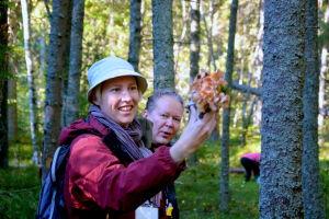 Guiden Carina Järvinen från Vasa svampförening