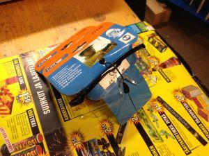 Skyddsglasögon är viktiga då man skjuter raketer.