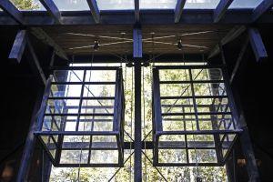 Nerfällbara drivhus i växthusets tak.