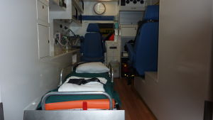 Ekenäs sjuktransports ambulanser är utrustade enligt nuvarande avtal.