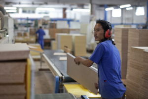 Politisk flykting jobbar i brasiliansk fabrik