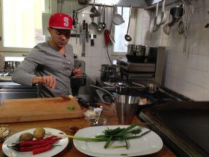 Voita ja Sokeria -sarjassa tehdään räppäri Uniikin massaman currya.