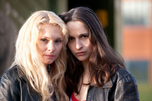 MyAnna Buring ja Cristina Catalina sarjassa Pieni ihmissydän