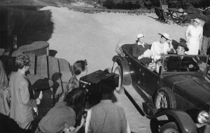 Ote elokuvasta ... ja Helena soittaa (1952).