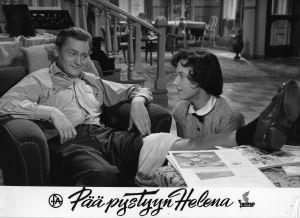 Ote elokuvasta Pää pystyyn, Helena (1957).
