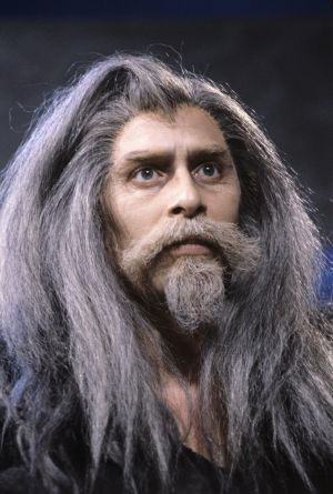 Näyttelijä Vesa Vierikko Gandalfin roolissa 1991.