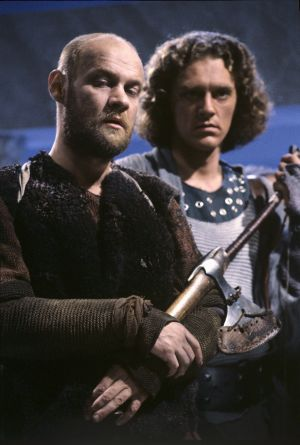 Näyttelijät Tomi Salmela (roolinimi Gimli) ja Ville Virtanen (roolinimi Legolas).