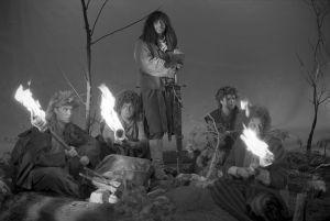 Taneli Mäkelä (roolinimi Frodo), Pertti Sveholm (roolinimi Sam), Jari Pehkonen (roolinimi Pippin) ja Jarmo Hyttinen (roolinimi Merri).