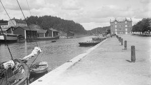 Borgå å år 1909. Utsikt mot paahtimo och Näse gård. Ingen bro fanns då.