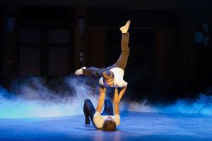 Lassi Hirvonen ja Antti Keinänen tanssivat HKT:n musikaalissa Billy Elliot.