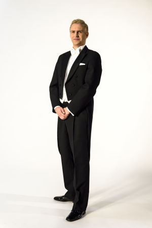 Janne Grönroos med korrekt klädsel inför slottsbalen