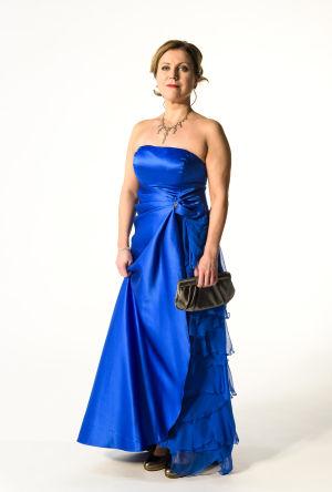 Katja Johansson med korrekt klädsel inför slottsbalen