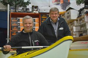 Kjell Skogman och Björn Lehtinen testar en kajak