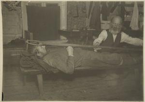 """Pekka Rissanen toimittaa """"kohtauksista mittaamista"""" (1920-luku)"""