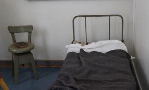 Gammal sjukhussäng.