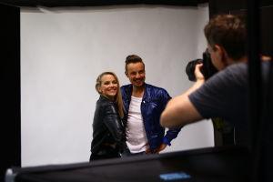 A-K och Jontti i fotostudion.