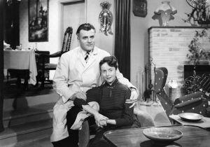 Tauno Palo ja Eeva-Kaarina Volanen elokuvassa Kolmiapila (1953).