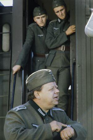 Edessä näyttelijä Matti Tapio.