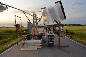Slägvagnen som förflyttar ljuset och kameran under inspelningen, dragen av en fyrhjuling.