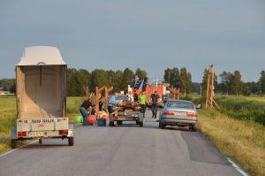 Förberedelserna är i full gång inför inspelningen på Rejpeltvägen i Vörå.
