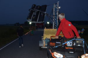 Kevin Holmströms pappa Hans Holmström kör fyrhjulingen som tar kameran framåt och bakåt.