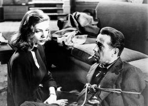 Lauren Bacall ja Humphrey Bogart Howard Hawksin elokuvaklassikossa Syvä uni.