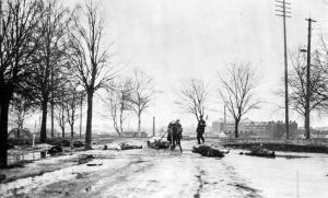 Kroppar plockas upp i Kalevangangas i Tammerfors 3.4.1918.