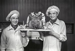 Veijo Vanamo ja Jaakko Kolmonen ja jouluporsas (1971).
