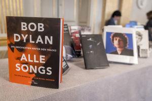Bob Dylans böcker uppradade på utnämningen av Nobels litteraturpris.