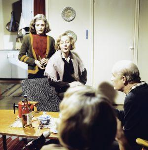 Yleisradion televisioelokuva Elämänmeno vuonna 1978. Näyttelijät Susanna Haavisto, Seela Sella ja Erkki Pajala (selin Ritva Oksanen).