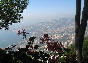 rakennettu LIbanon rannikkoa nähyt vuorelta