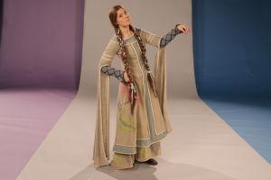Kuvassa keskiaikainen nainen
