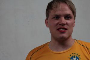 Lauri Kallio ja punaiset huulet.