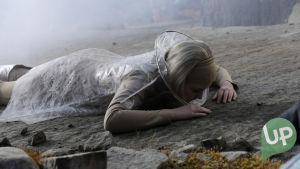 Kuvassa Aina (Amelie Baluberg).