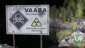Kuvassa Veden Vangit -musikaalin rekvisiittaa.