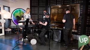 Paperisetelit -musiikkivideon kuvauksista.
