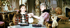 Leslie Caron ja Isabel Jeans elokuvassa Gigi