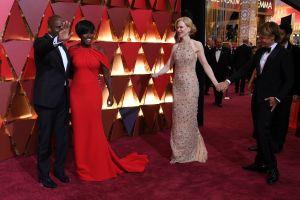 Viola Davis anländer till Oscarsgalan med sin man producenten Julius Tennon. På bilden även Nicole Kidman med sin man, sångaren Keith Urban.